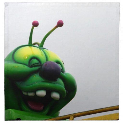 Una imagen justa torpe del paseo de la oruga verde servilleta de papel