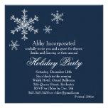 Una invitación atractiva azul del día de fiesta (c