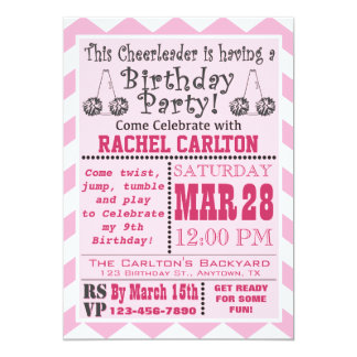 Una invitación rosada de la fiesta de cumpleaños