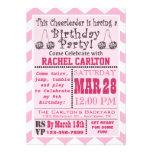 Una invitación rosada de la fiesta de cumpleaños q