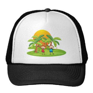 Una isla con un par feliz gorras de camionero