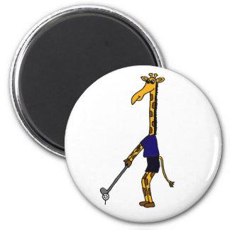 Una jirafa que juega diseño del golf imán de frigorífico