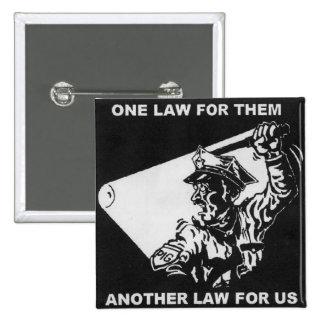 una ley para ellos otra ley para nosotros botón pin cuadrado