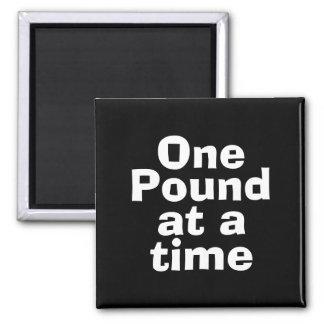 Una libra en en la cita del tiempo imán cuadrado