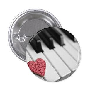 Una llave al Pin del botón del corazón