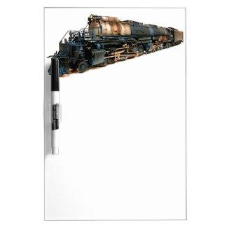 Una locomotora de vapor grande del muchacho pizarras blancas