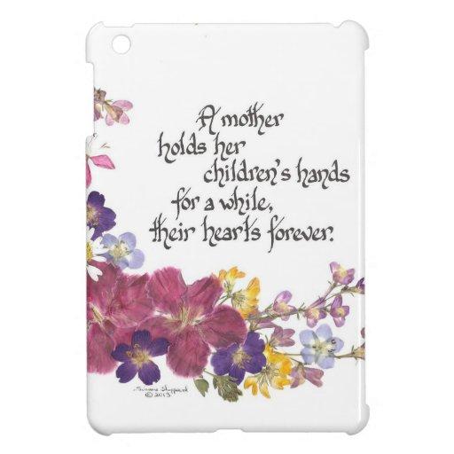 Una madre celebra el corazón de un niño iPad mini fundas
