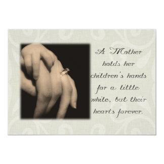 """Una madre celebra las manos de sus niños invitación 5"""" x 7"""""""