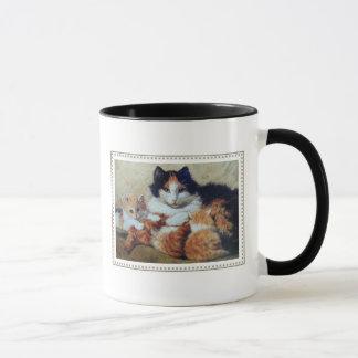 Una madre orgullosa - el gato cuida sus gatitos taza