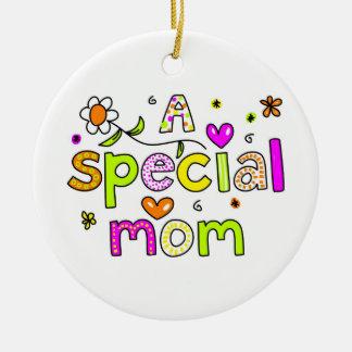 Una mamá especial adorno redondo de cerámica
