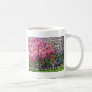 Una mañana de la primavera tazas de café