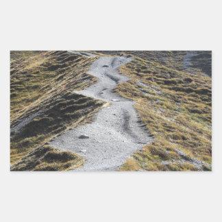 Una manera en prado alpino pegatina rectangular