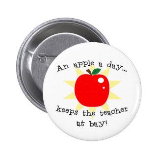 Una manzana al día guarda al profesor en la bahía pins