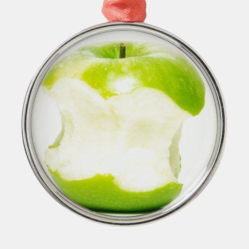 Una manzana al día mantiene al doctor ausente adorno redondo plateado