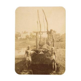 Una máquina egipcia de la irrigación en los bancos imanes de vinilo