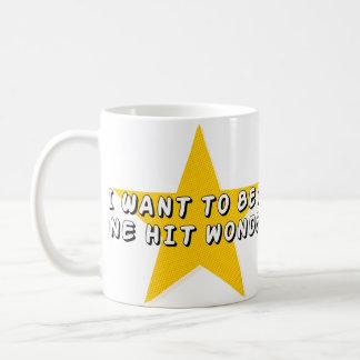 Una maravilla golpeada taza de café