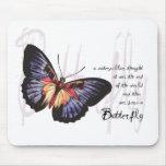 Una mariposa llevada alfombrillas de raton