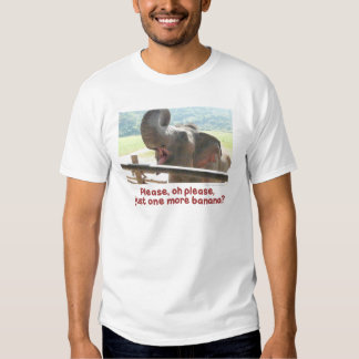 Una más camisa de alimentación del elefante del