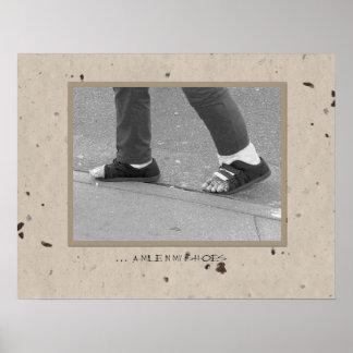 … una milla en mis zapatos póster