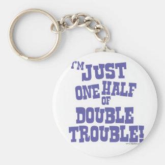 Una mitad de problema doble llaveros personalizados
