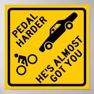 Una muestra más dura de la carretera del pedal póster