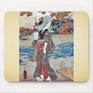 Una mujer debajo de las hojas de arce por Utagawa, Alfombrilla De Ratones