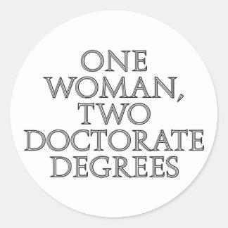 Una mujer, dos grados del doctorado pegatina redonda