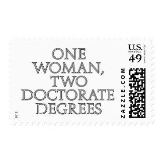 Una mujer, dos grados del doctorado franqueo