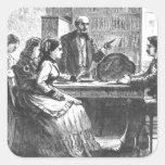 Una mujer negocia con un encargado de fábrica, pegatina cuadrada