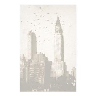 Una multitud de volar de los pájaros papeleria