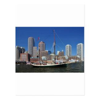 Una nave en el puerto de Boston Postales
