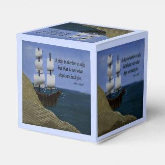 Una nave en puerto es cita inspirada segura caja para regalos de fiestas