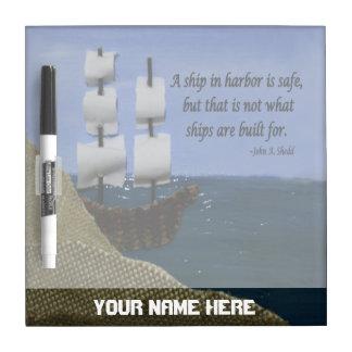 Una nave en puerto es cita inspirada segura tableros blancos