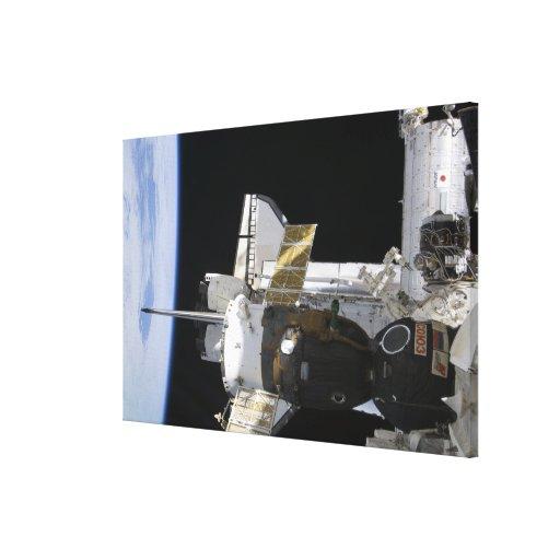 Una nave espacial atracada de Soyuz Impresiones En Lienzo Estiradas