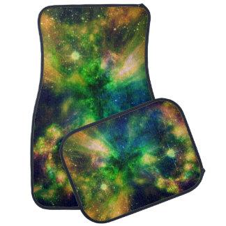 Una nebulosa colorida alfombrilla de auto
