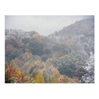 Una nieve temprana en la caída tarjetas postales