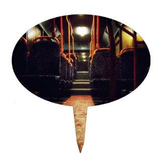 Una noche mojada fría en los autobuses decoración para tarta