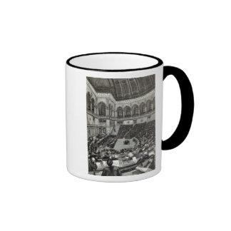 Una noche que se sienta en la cámara italiana de taza