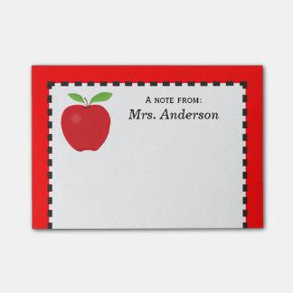 Una nota del profesor con Apple rojo