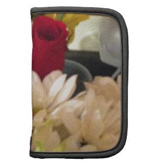 Una ocultación color de rosa en las flores planificadores