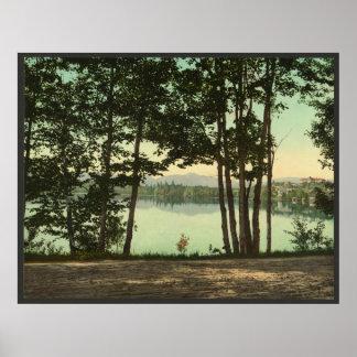 Una ojeada del lago mirror póster