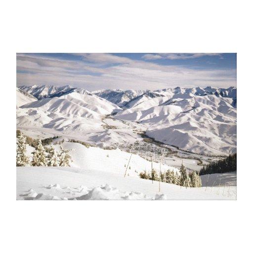Una opinión de los esquiadores desde arriba de la  impresiones de lienzo