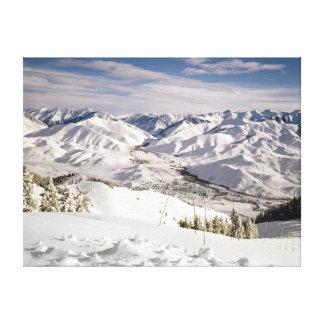 Una opinión de los esquiadores desde arriba de la  impresiones en lona estiradas