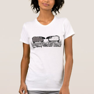 Una oveja sigue otra camisetas