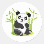 Una panda y su bambú pegatina redonda