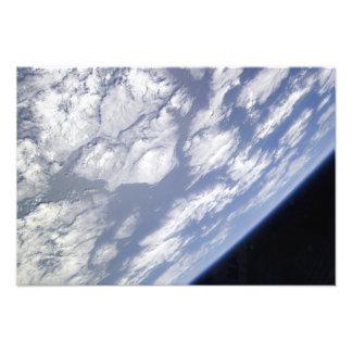 Una parte azul y blanca de tierra fotografías
