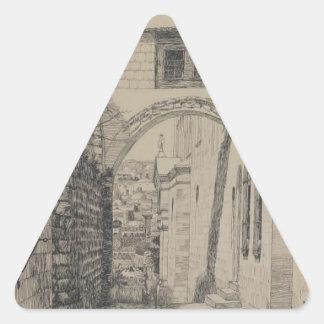 Una parte del arco antiguo llamó el homo de Ecce Pegatina Triangular