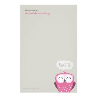 Una pequeña nota le agradece búho rosado papelería personalizada