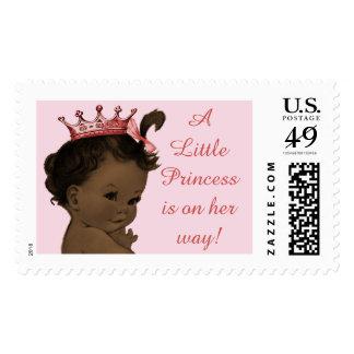 Una pequeña princesa en su bebé étnico del vintage sellos