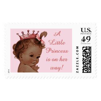 Una pequeña princesa está en su bebé de envio